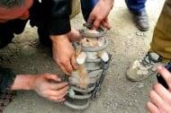 Котка оцелява в амортисьор на автомобил, шофиран със 130 км в час