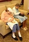 Приют за животни и старчески дом си помагат, за да спасят котенца сираци и възрастни хора