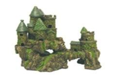 Голям старинен замък
