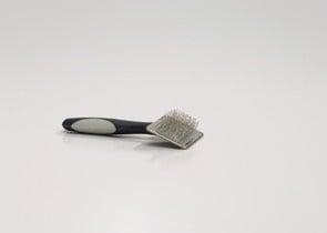 Четка за разресване с метални зъбци